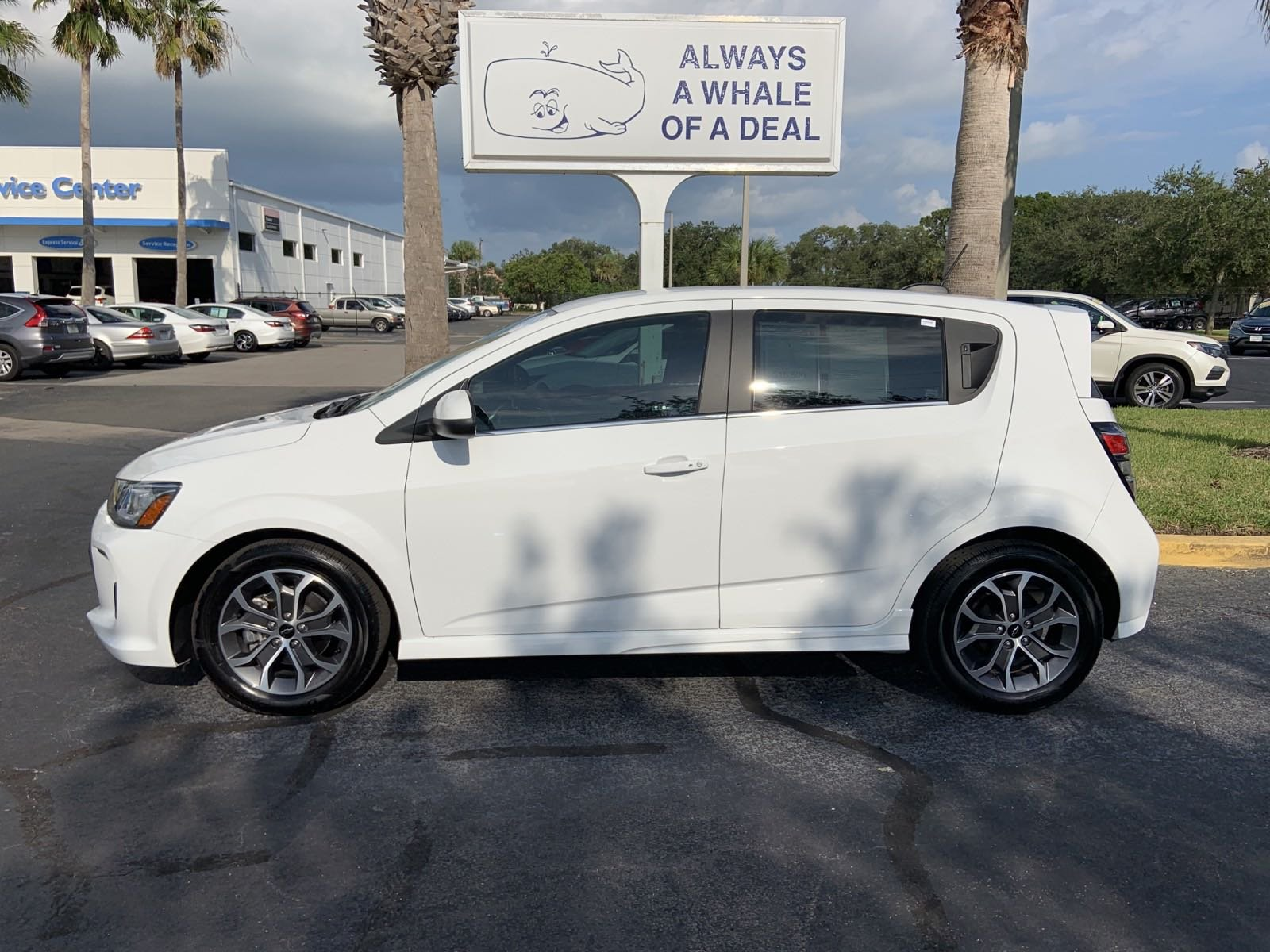 Pre-Owned 2018 Chevrolet Sonic LT Auto w/1SD