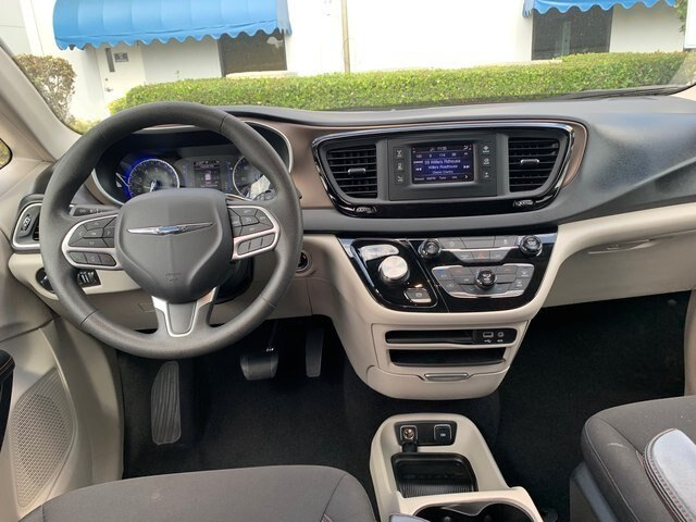 Certified Pre-Owned 2017 Chrysler Pacifica Touring